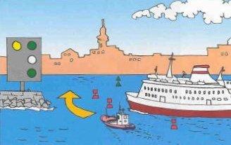 Un bateau ne peut passer que s`il a recu les instructions speciales l`y autorisant sur beaulieu,